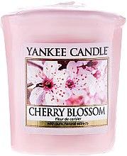 """Voňavky, Parfémy, kozmetika Vonná sviečka """"Kvitnúca víšňa"""" - Yankee Candle Scented Votive Cherry Blossom"""