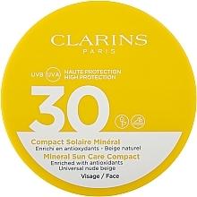 Voňavky, Parfémy, kozmetika Ochranný fluid na tvár s ľahkým odtieňom SPF 30 - Clarins Mineral Sun Care Compact