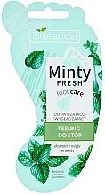 Voňavky, Parfémy, kozmetika Scrub na nohy, osviežujúci a vyhladzujúci - Bielenda Minty Fresh Foot Care Refreshing & Smoothing Foot Peeling