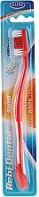 Voňavky, Parfémy, kozmetika Zubná kefka Rebi-Dental M43, strednej tvrdosti, červená - Mattes
