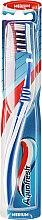 Voňavky, Parfémy, kozmetika Zubná kefka strednej tvrdost, bielo modrá - Aquafresh Clean Deep Medium