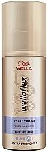 Voňavky, Parfémy, kozmetika Sprej na horúci styling, extra silná fixácia - Wella Wellaflex 2nd Day Volume Extra Strong Hold Blow Dry Spray