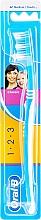 Voňavky, Parfémy, kozmetika Zubná kefka, 40 strednej tvrdosti, modrá - Oral-B 1 2 3 Classic 40 Medium