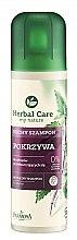 """Voňavky, Parfémy, kozmetika Suchý šampón pre mastné vlasy """"Žihľavový"""" - Farmona Herbal Care Shampoo"""