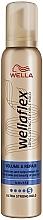 """Voňavky, Parfémy, kozmetika Stylingová pena s ultra silnou fixáciou """"Objem a regenerácia"""" - Wella Wellaflex Volume & Repair"""
