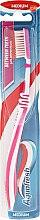 Voňavky, Parfémy, kozmetika Zubná kefka strednej tvrdosti, ružová - Aquafresh Between Teeth Medium