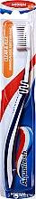 Voňavky, Parfémy, kozmetika Zubná kefka strednej tvrdosti, modrá - Aquafresh Clean & Flex Medium