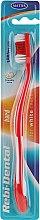 Voňavky, Parfémy, kozmetika Zubná kefka Rebi-Dental M43, tvrdé štetiny, červená - Mattes