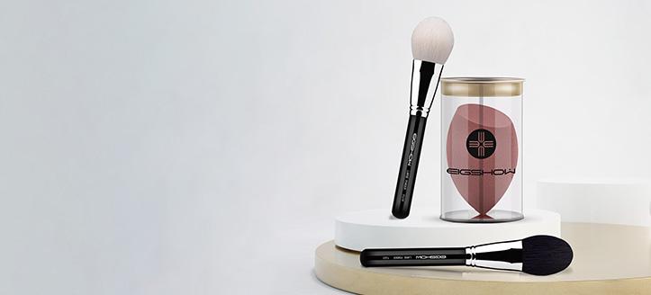 Pri nákupe akýchkoľvek štetcov Eigshow Beauty v hodnote vyše 33 € získaj hubku na make-up ako darček