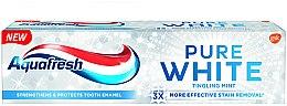 "Voňavky, Parfémy, kozmetika Bieliaca zubná pasta ""Intenzívna mäta"" - Aquafresh Pure White Tingling Mint"