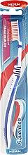 Voňavky, Parfémy, kozmetika Zubná kefka strednej tvrdosti, modrá - Aquafresh Between Teeth Medium