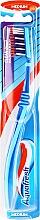 Voňavky, Parfémy, kozmetika Zubná kefka strednej tvrdosti, modro azúrová - Aquafresh Clean Deep Medium