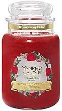 Voňavky, Parfémy, kozmetika Vonná sviečka v pohári - Yankee Candle Strawberry Large Jar