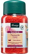 Voňavky, Parfémy, kozmetika Soľ do kúpeľa Obľúbený čas - Kneipp Favourite Time Cherry Blossom Bath Salt