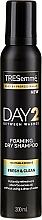Voňavky, Parfémy, kozmetika Suchý šampón pre normálne a husté vlasy - Tresemme Day 2 Fresh & Clean Foaming Dry Shampoo
