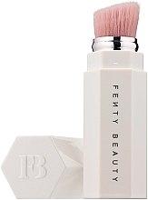 Voňavky, Parfémy, kozmetika Štetec na rozjasňovač - Fenty Beauty Portable Highlighter Brush 140
