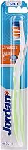 Voňavky, Parfémy, kozmetika Zubná kefka mäkká, bielo-svetlozelená - Jordan Advanced Soft Toothbrush