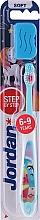 Voňavky, Parfémy, kozmetika Detská zubná kefka Step by Step (6-9) mäkká, s vrchnákom, delfín - Jordan