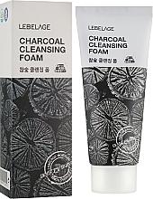 Voňavky, Parfémy, kozmetika Pena s dreveným uhlím - Lebelage Charcoal Cleansing Foam