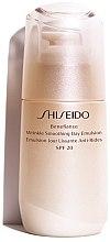 Voňavky, Parfémy, kozmetika Ochranná denná emulzia proti starnutiu pokožky - Shiseido Benefiance Wrinkle Smoothing Day Emulsion SPF 20